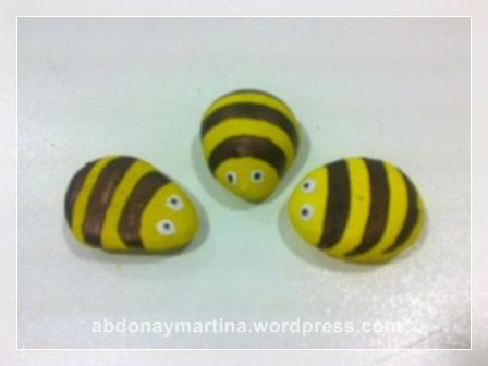 Abejas en piedra abdona y martina for Ahuyentar abejas jardin