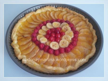 Tarta de manzana y frutas